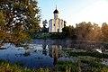 Церковь Покрова на Нерли, пруд, лето.jpg