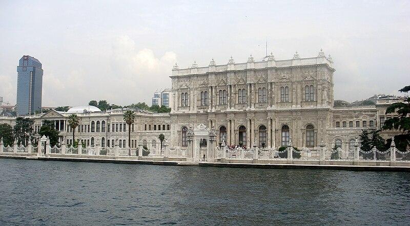 Palatul Dolmabahce Istanbul resedinta ultimilor sultani 800px-%D9%82%D8%B5%D8%B1_%D9%8A%D9%84%D8%AF%D8%B2