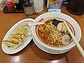 ラーメン餃子 (30655650275).jpg