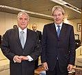 05-11-2015 Vice-presidente Michel Temer recebe Paolo Gentiloni, Ministro dos Negócios Estrangeiros e da Cooperação Internacional da Itália. (22616032130).jpg