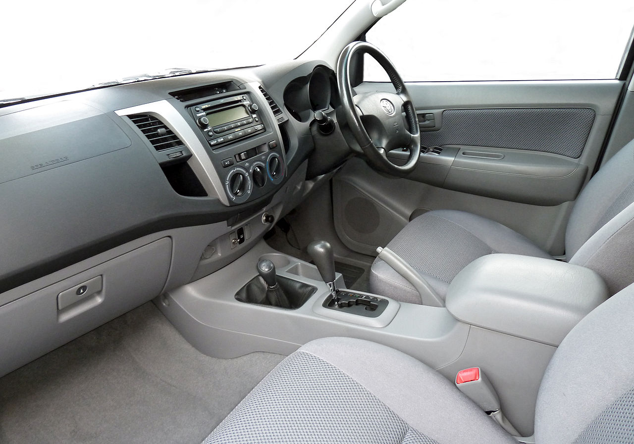 File:2006 Toyota Hilux (GGN25R MY05) SR5 4-door utility (2011-04-22