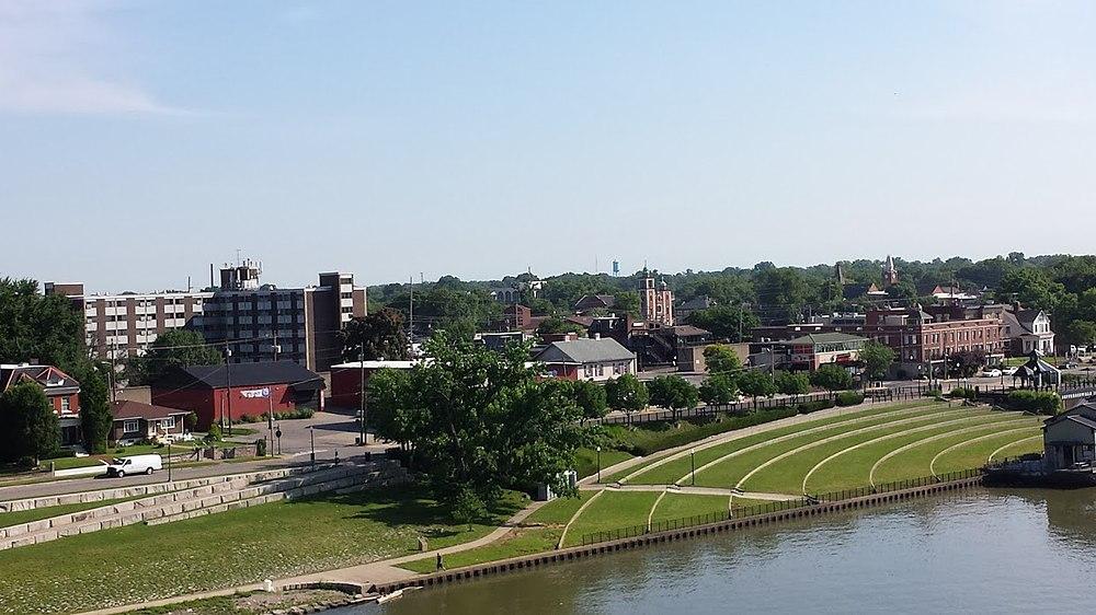 The population density of Jeffersonville in Indiana is 504.75 people per square kilometer (1307.15 / sq mi)