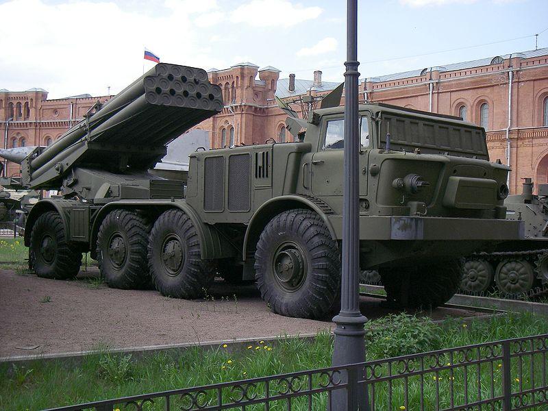 ميزات راجمة  BM-27 Uragan  ثاني أقوى راجمة صواريخ في العالم 800px-9P140_Uragan