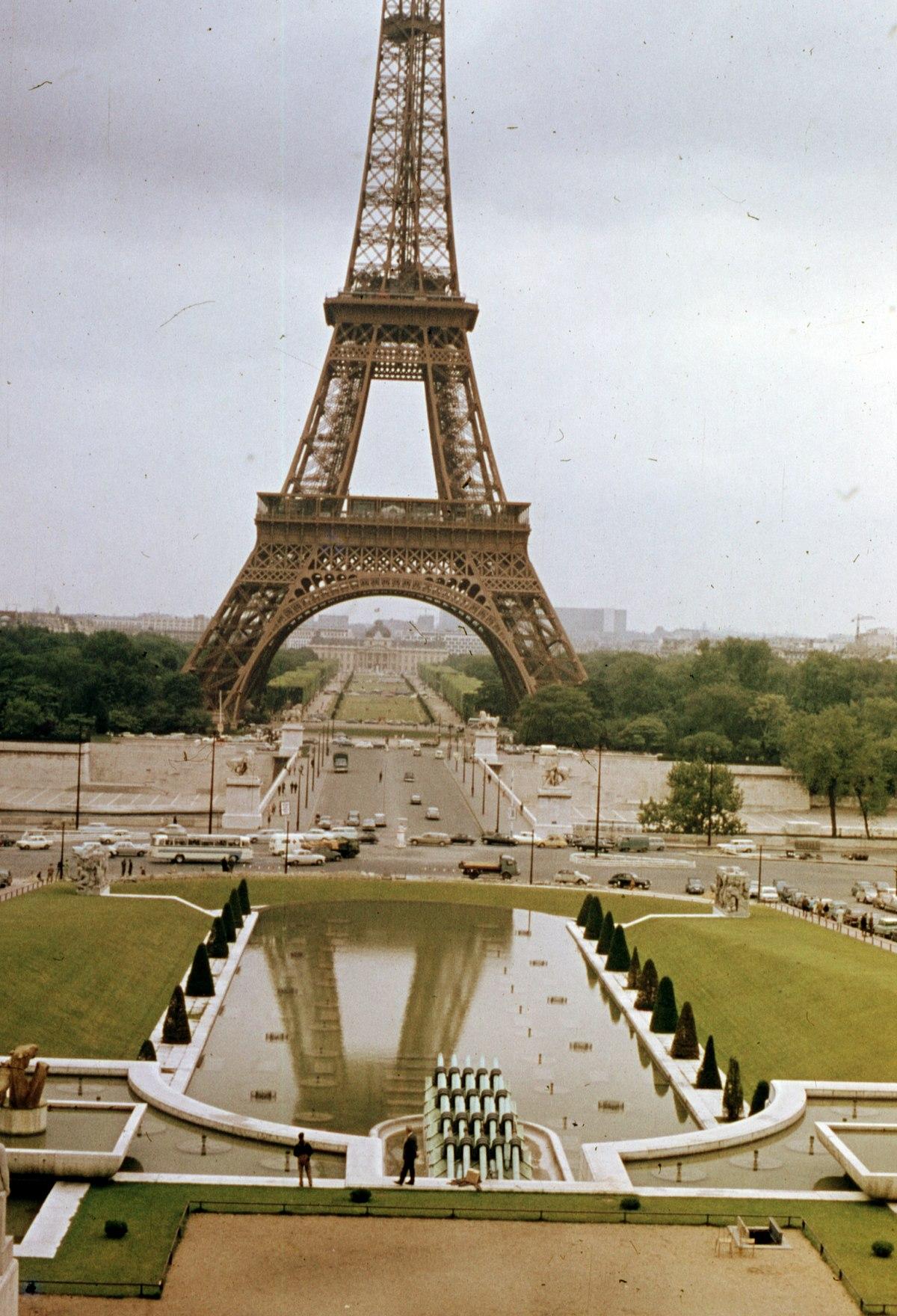 File:A Trocadéro-kert részlete, szemben a Jéna híd a ...