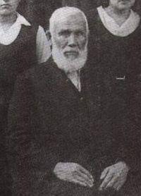 Abdürreşit-İbrahim-Efendi-1857-1944-ve-Çocukları (cropped).jpg