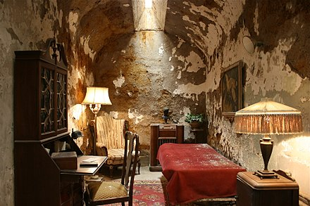 Capone's cell at the now closed Eastern State Penitentiary in Philadelphia, where he spent about nine months starting in May 1929 Al-capone-cell.jpg