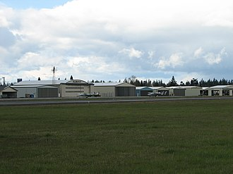 Albany Municipal Airport (Oregon) - Image: Albany Oregon Airport hangar area 2