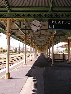 Break of gauge - The break-of-gauge platform for the Sydney–Melbourne railway at Albury station; SG on left; BG on right.