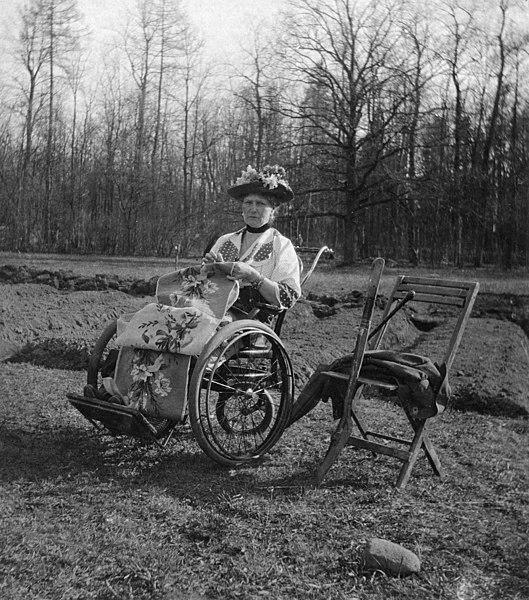 File:Alexandra Fyodorovna in her wheelchair in captivity at Tsarkoe Selo.jpg