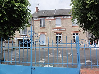 Andonville - The town hall and school in Andonville