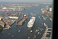 Ankunft der Queen Mary 2 in Hamburg - panoramio - Arnold Schott (1).jpg