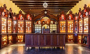 Antigua farmacia municipal, Alcázar, Jerez de la Frontera, España, 2015-12-07, DD 88-91 HDR.JPG
