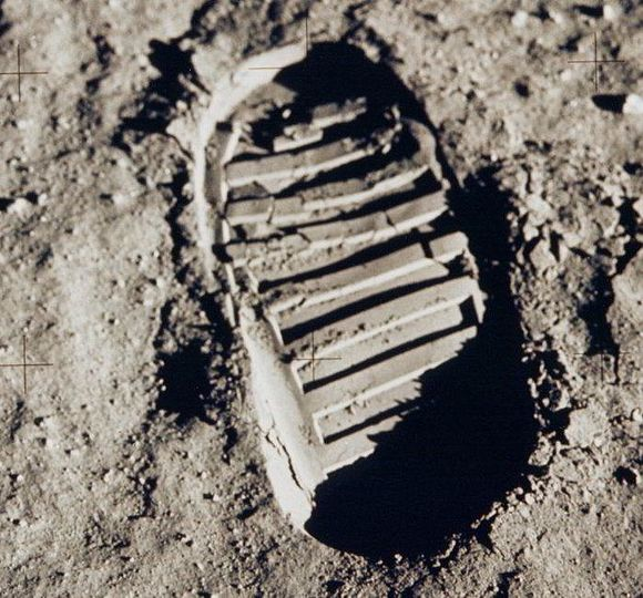 Apollo 11 bootprint 2.jpg
