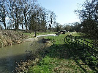 Grand Union Canal (old) - The narrows below Welford Lock was once the site of a swing bridge
