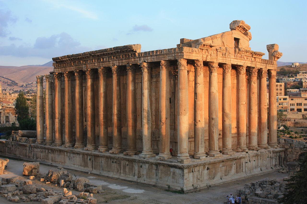 Ficheiro:Baalbek, Temple of Bacchus (6842814197).jpg