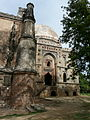Bada Gumbad and mosque (3548150601).jpg
