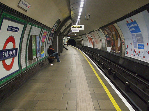 Balham tube stn northbound look south