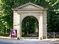Beaurepaire (60), portail du domaine du château.jpg