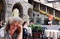 Bergamo - Piazza Veccia, mit Barbara Aulbach im Vordergrund (2004).jpg