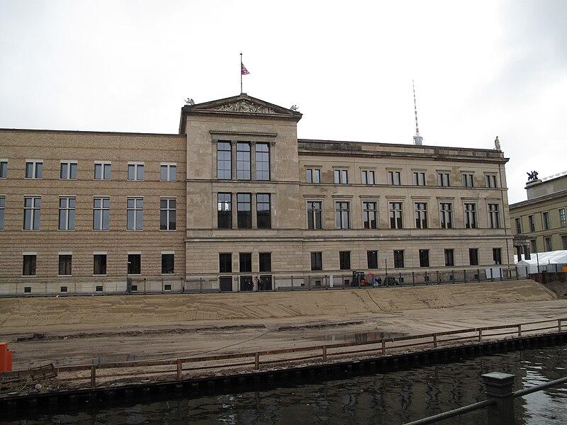 Berlin museumsinsel neuesmuseum.jpg