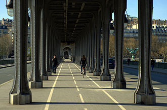 Last Tango in Paris - The Pont de Bir-Hakeim in Paris, where numerous scenes were shot.