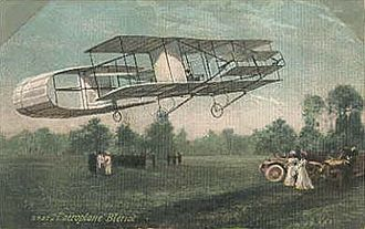 Closed wing - The Blériot IV replaced the forward one of its its predecessor's annular wings with a conventional biplane wing