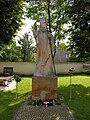 Borów-pomnik papieża.JPG
