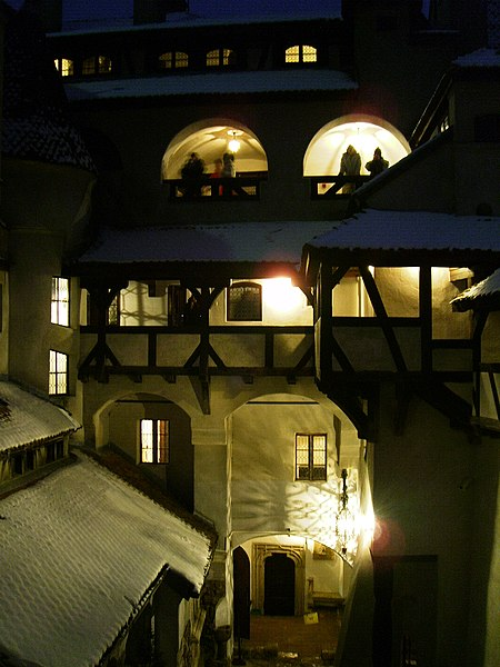 File:Bran Castle Night 2.jpg