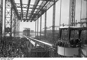"""Bundesarchiv Bild 102-06402, Bremen, Stapellauf des Dampfers """"Bremen"""".jpg"""