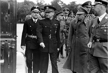 Serrano Suñer en una visita a Alemania junto a altos cargos nazis de l poder nazi