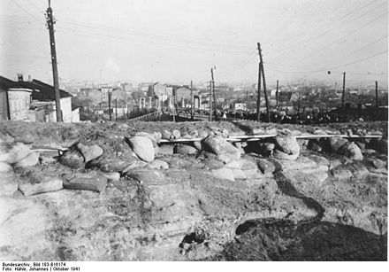 Soviet bunkers used in the defense of Kharkiv Bundesarchiv Bild 183-B16174, Charkow, Sowjetische Sandsackstellung.jpg
