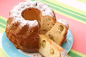 Bundt cake - Image: Bundt Cake with Grapes 001