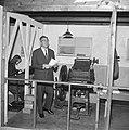 Burgemeesteer Thomassen verrichtte eerste officiele daad, opende tentoonstelling, Bestanddeelnr 917-7011.jpg
