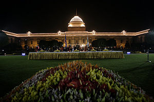 State dinner - A state banquet held in honor of U.S. President George W. Bush in the Mughal Garden at the Rashtrapati Bhavan, 2006.
