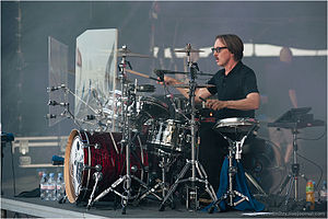 Butch Vig - Butch Vig playing drums for Garbage.