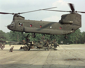 Un CH-47 del U.S. Army in fase di decollo