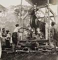 COLLECTIE TROPENMUSEUM Verbranding van een doodskist in de vorm van een stier tijdens een crematie TMnr 60052111.jpg