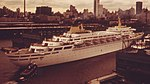 CRUISE SHIP OCEANIC IN DOCK AT NEW YORK HARBOR - NARA - 548403 (cropped).jpg