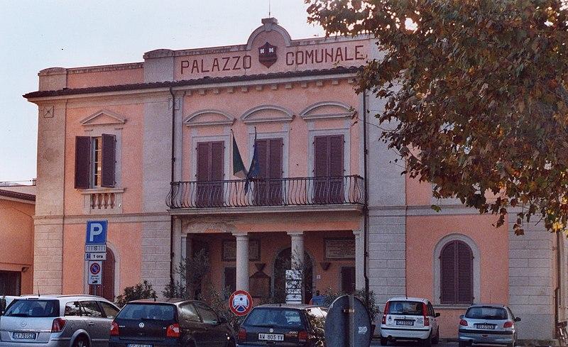 Calcinaia Italy  city photos gallery : Calcinaia Palazzo Comunale Wikimedia Commons