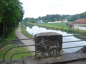 Canal Latéral de la Garonne - Image: Canal Latéral de la Garonne à Puybarban (Gironde,Fr)