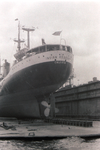 Cargo ship Indian Resource in the floating dock of Howaldt shipyard in Hamburg - 1965.png