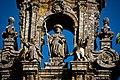 Catedral de Santiago de Compostela, grupo escutural en la torre principal.jpg