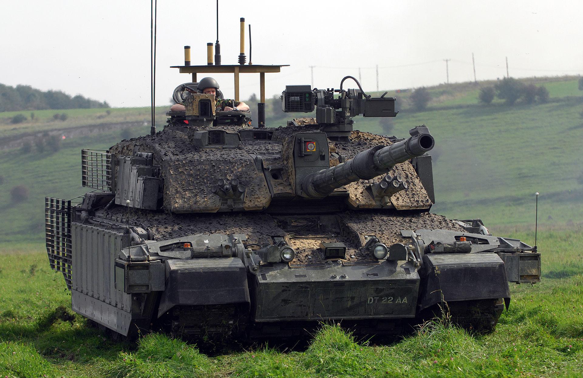 سؤال عن صورة سلاح - صفحة 4 1920px-Challenger_Main_Battle_Tank_with_Improved_Armour_MOD_45149015
