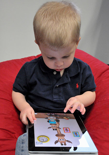 File:Child with Apple iPad.jpg