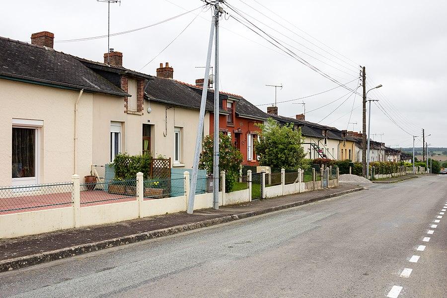 Français:  Cité minière de Bellevue à Saint-Saturnin-du-Limet (France).