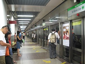 City Hall MRT-platform B.JPG