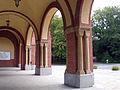 Cmentarz Centralny - kolumny w bramie głównej Szczecin ul. Ku Słońcu.jpg