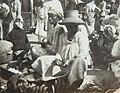 Collectie Nationaal Museum van Wereldculturen TM-60062023 Verkopers op straat, Fort de France Martinique fotograaf niet bekend.jpg