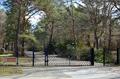 Cottbus, Sowjetischer Soldatenfriedhof (main gate).png