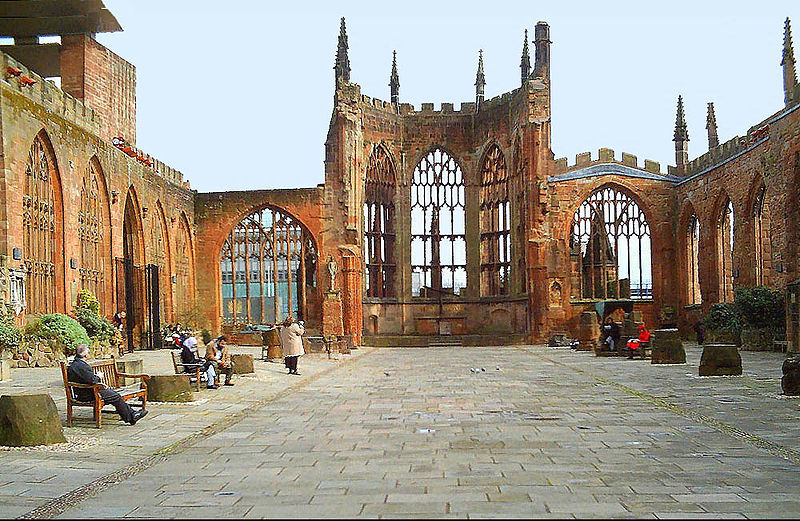 Fichier:Coventry Cathedral ruins.jpg